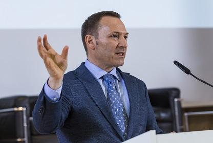 Klaus Fichter beim Vortrag Vernetze Industrie